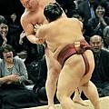2010.11.15 前頭筆頭稀勢の里推出橫綱白鵬,終止他的63連勝紀錄.jpg