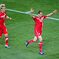 2010.6.18 塞爾維亞14號Jovanovic 門前攻入致勝分.jpg