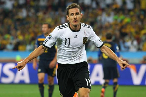 2010.6.13 德國10號Klose 頭球攻下第2分.jpg