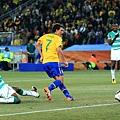 2010.6.20 巴西 7號Elano 門前踢進第三分.jpg