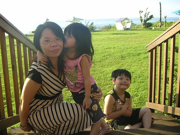 庭庭在花蓮近月旭海親媽媽