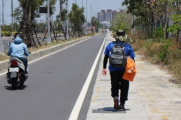 IMG_3776-徒步公路上