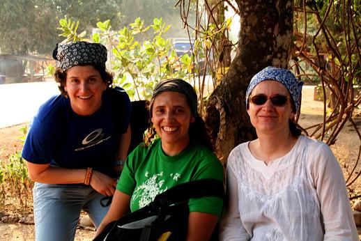 三位一起冒險的伙伴,瑞士小姐及中間墨西哥小姐