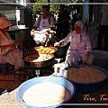 062_MG_8502_C2_山上小鎮一戶人家在路邊炸甜甜圈請附近鄰居,也熱情地邀請我享用,令人難忘.JPG