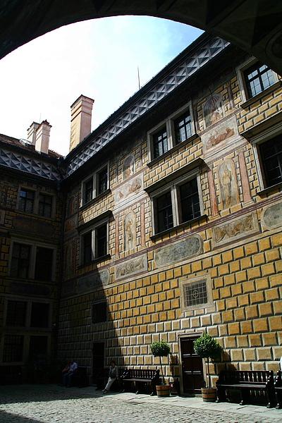 28_2685_Cesky Krumlov_克倫洛夫城堡最大的特色就是牆上美麗的彩繪,是有名的世界遺產.JPG