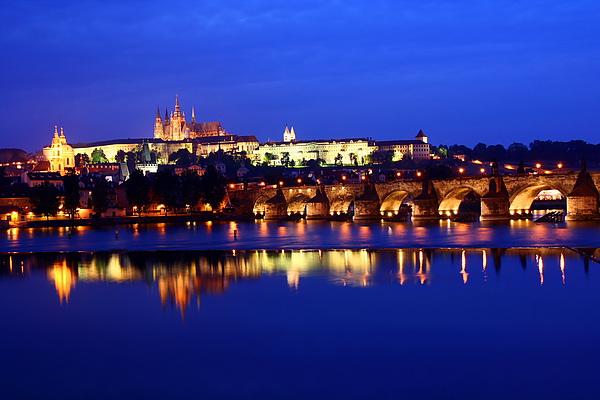 50_4109_Praha_布拉格最有名的夜景,城堡區及查理大橋.JPG