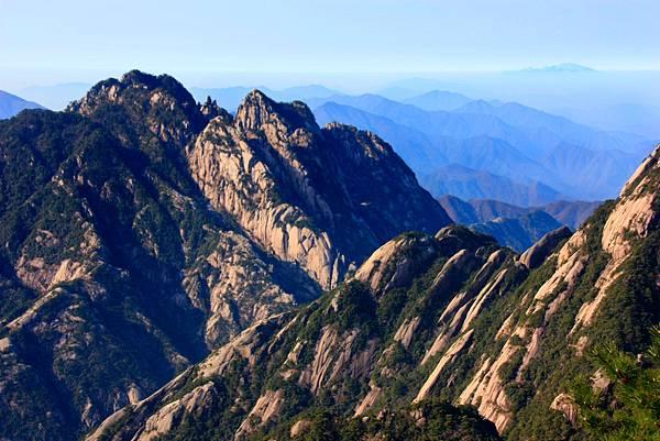 05_MG_0304_C2_從黃山遠眺群山美景.JPG