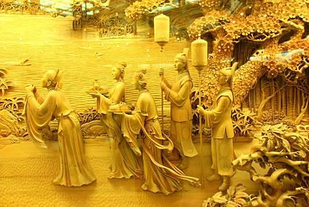 12_MG_0250_C2_雷峰塔內栩栩如生的雕刻訴說著白蛇傳故事.JPG