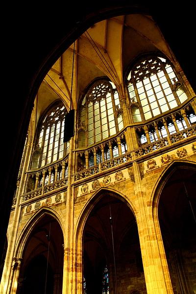 08_4318_Praha_布拉格城堡區聖維圖斯大教堂挑高的拱廊.JPG