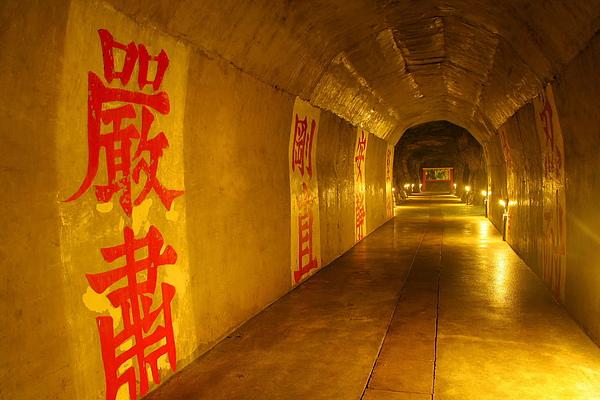 007_IMG_6366_C_東引安東坑道,很有戰地風味2.JPG