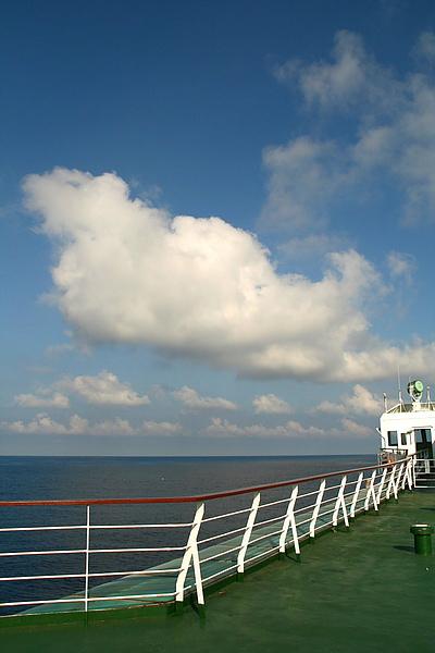 052_IMG_7365_C_台馬輪甲板上藍天白雲,最棒的下午茶美景2.JPG