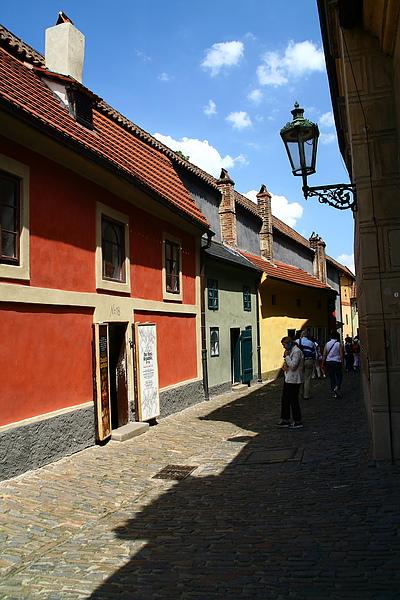 20_4353_Praha_布拉格城堡區黃金巷有很多特色小店.JPG