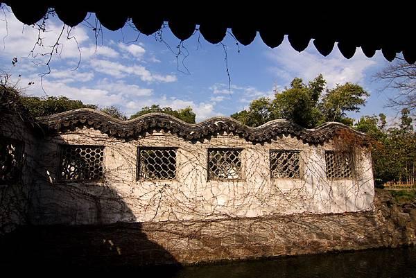 020_MG_3481_C_蘇州拙政園很美的牆.JPG