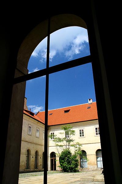 47_4325_Praha_布拉格城堡區美術館ㄧ景.JPG