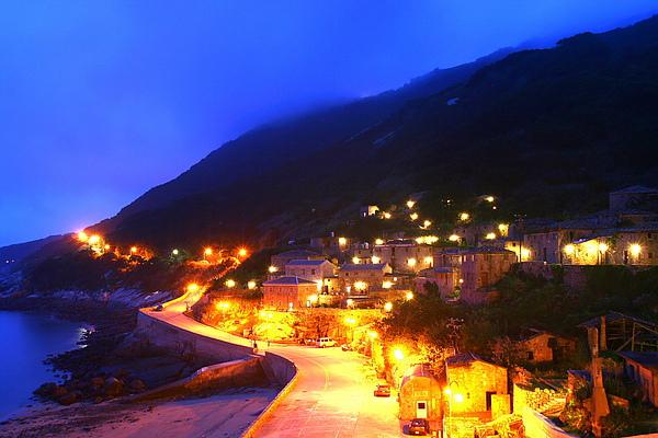 055_IMG_7259_C3_北竿芹壁聚落夜景,有愛琴海夜景的感覺2.JPG