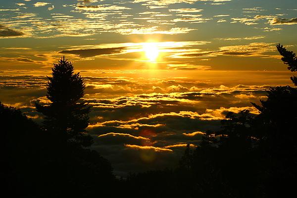 03_IMG_6554_C_從西峰回排雲的路上可以看到美麗的夕陽及雲海_C.JPG
