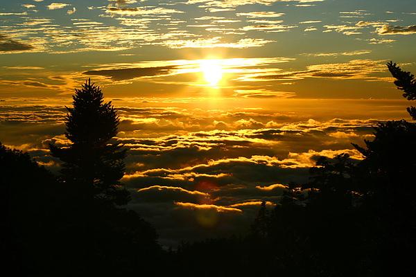 015_IMG_6554_C_從西峰回排雲的路上可以看到美麗的夕陽及雲海.JPG