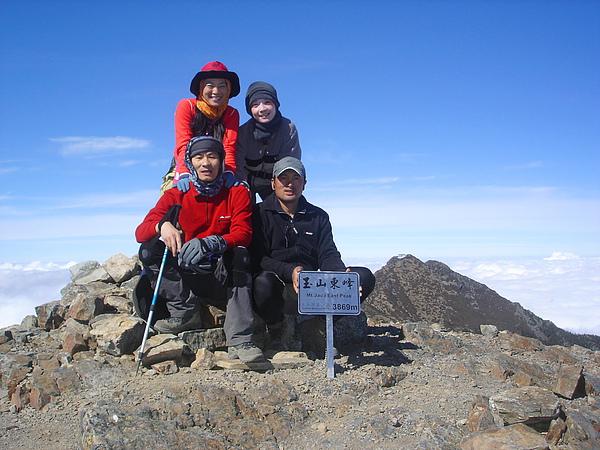 036_DSC00355_taylor_C_玉山東峰頂,登頂的三位伙伴及響導,我的小小遺憾.JPG