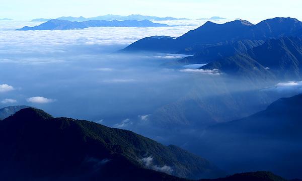 024_IMG_6621_C_雲海中的高山.JPG