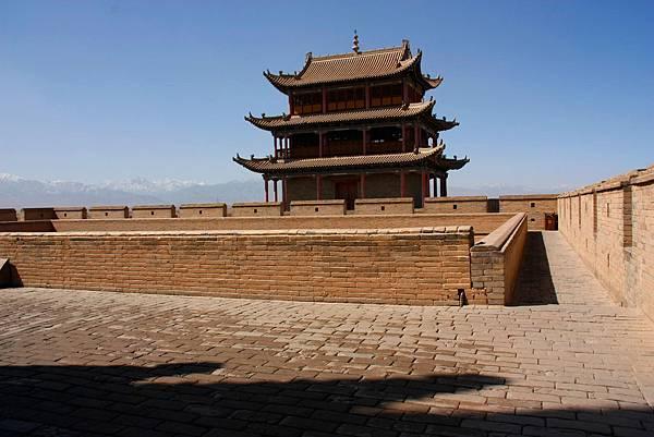 013_MG_9566_C_嘉峪關城牆一景,這裡可以清楚的看到祁連山.JPG