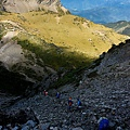 051_MG_1647_C_下山的路有些陡,每一步都要小心.JPG