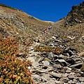 068_MG_1693_C 下山的路還是要先上圈谷,此時的圈谷和昨天的雲霧完全不同,非常壯觀.JPG