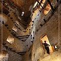 057_MG_8747_C3_嘉納卡雷古堡中的一景,不小心讓路人甲入鏡,這位大哥還請我寄照片給他.JPG