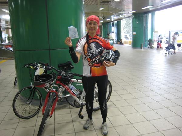 自行車也能上捷運喔.JPG