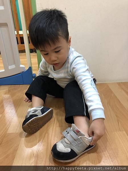 幼寶班~我會穿鞋子_1.jpg