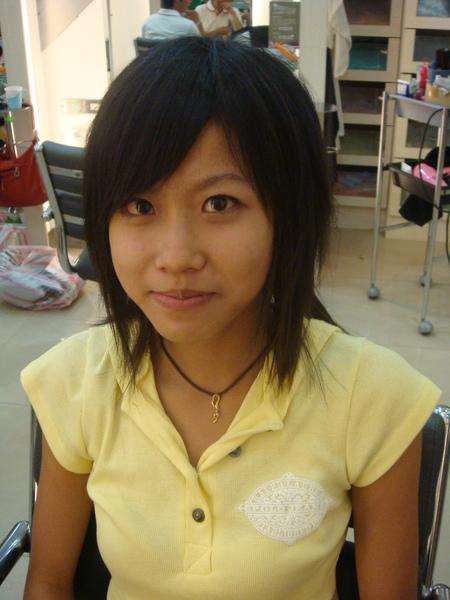 鄭筱璇燙髮前的樣子