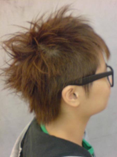 小球 剪髮後側面