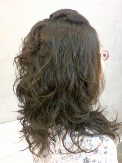 李雨庭 燙髮後 斜側面