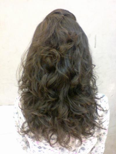 李雨庭 燙髮後背面