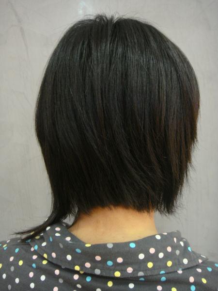 王禺蓁 剪髮後背面