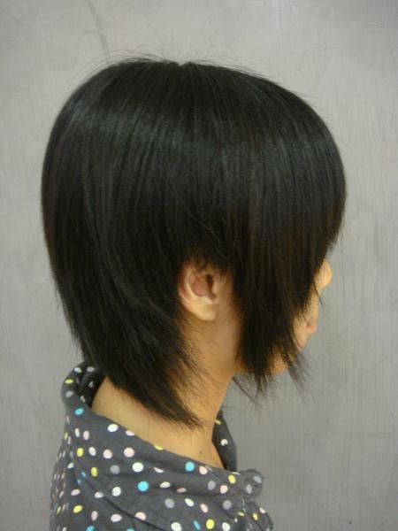 王禺蓁 剪髮後側面