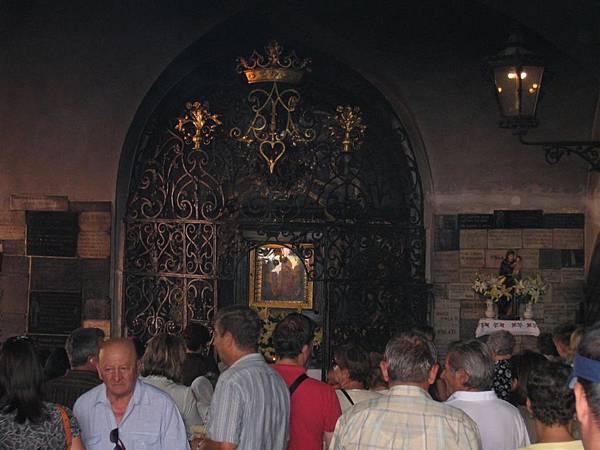 Stone Gate (2)