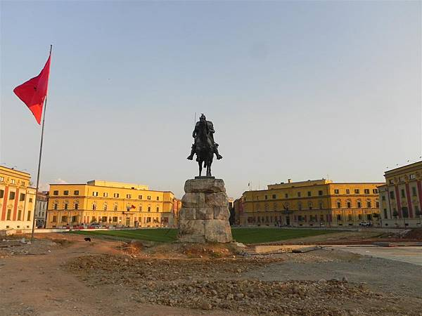 Scanderbeg Square (4)