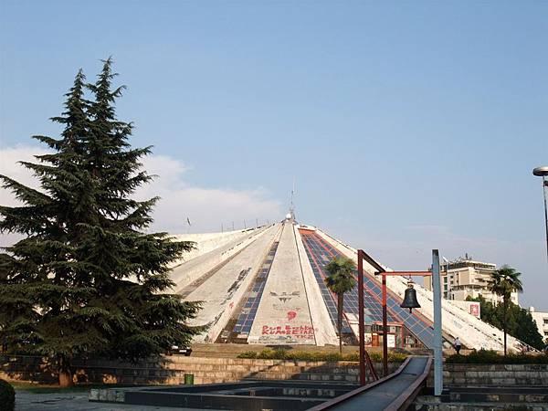 Tirana的Pyramid (1).JPG