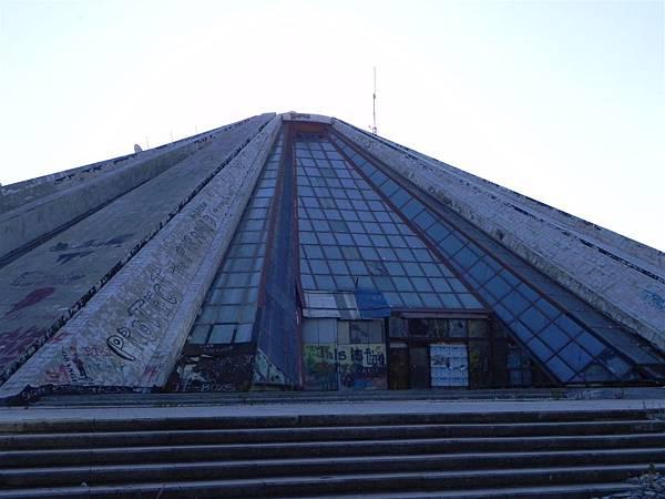 Tirana的Pyramid (4).JPG