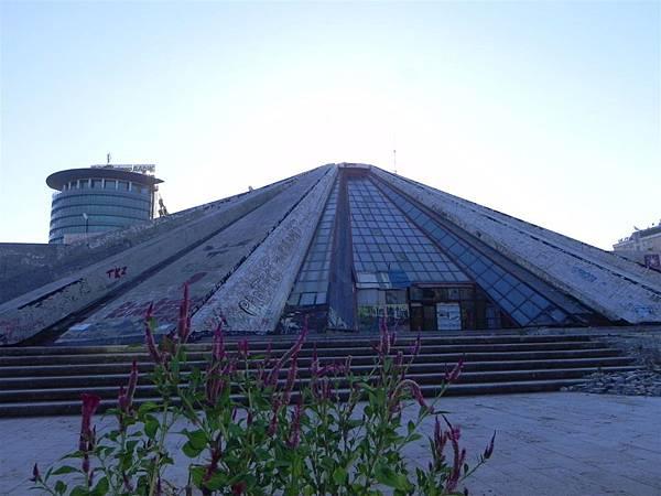 Tirana的Pyramid (5).JPG
