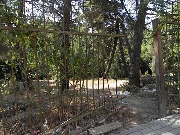 Tirana Botanical Garden (1).JPG