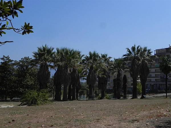 Tirana Botanical Garden (10).JPG