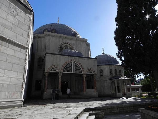 Hagia Sophia旁之陵寢 (2).JPG