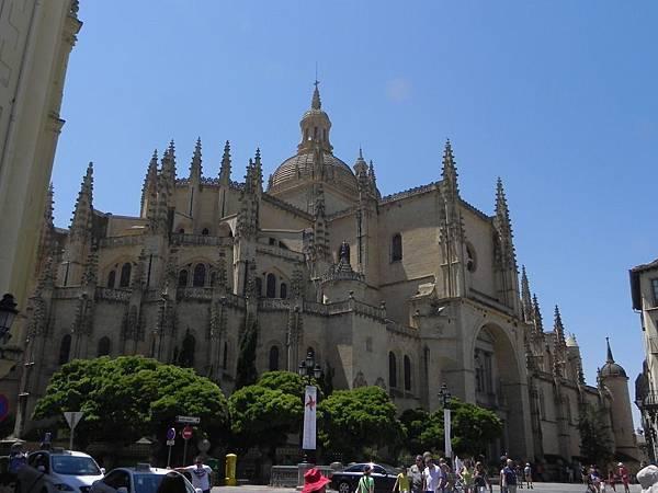 Cathedral of Segovia (1).JPG