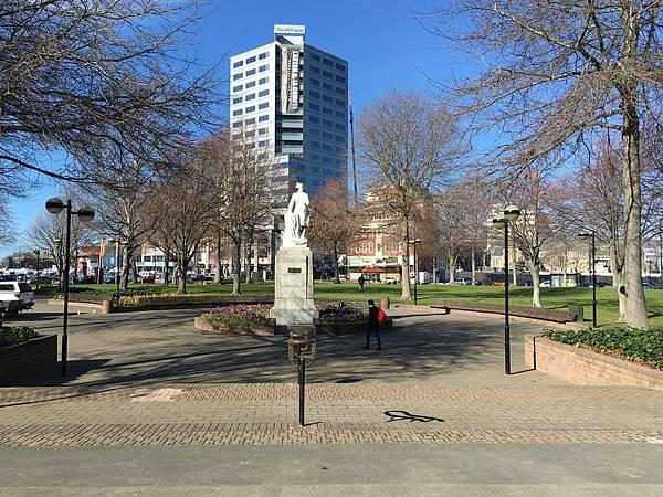 Victoria Square (5).JPG