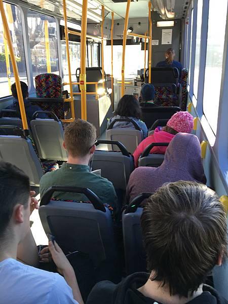 坐巴士回家 (1).JPG