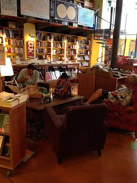 Altäir Bookstore (9).JPG