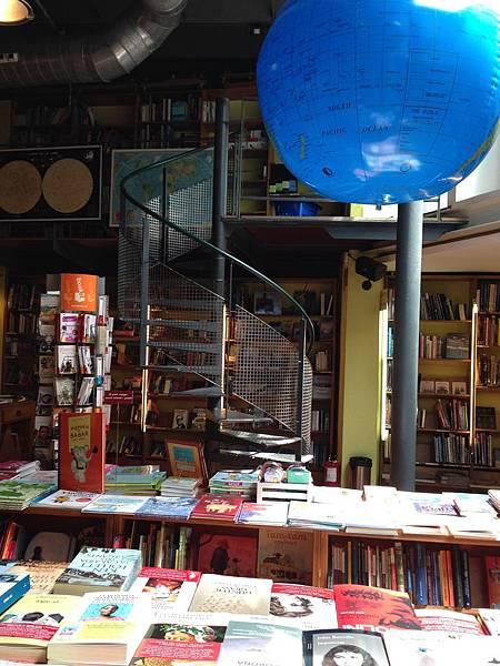 Altäir Bookstore (10).JPG