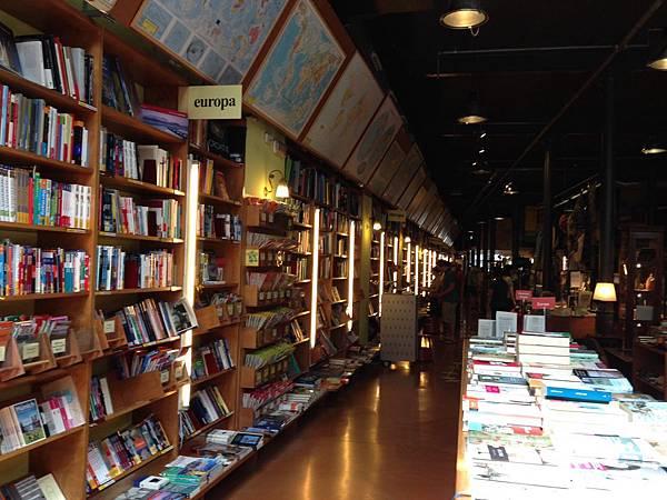 Altäir Bookstore (11).JPG