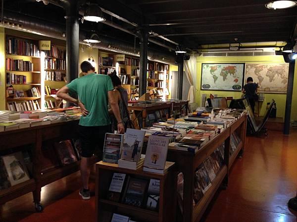 Altäir Bookstore (14).JPG